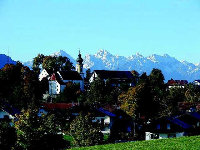 Wildsteig_Ortsansicht_Berge