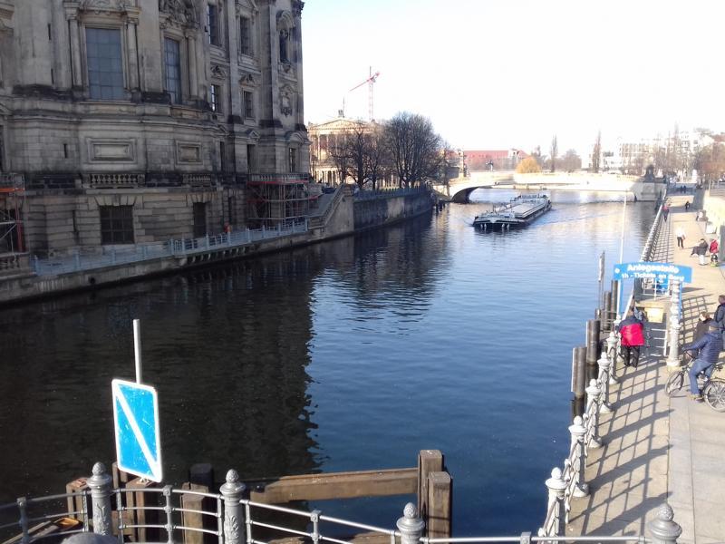 Berlin Mitte Monteurzimmer Spree Hafen