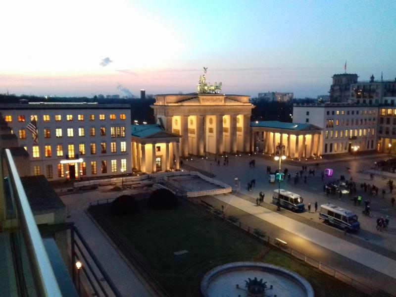 Berlin Monteurzimmer Mitte Brandenburger Tor von oben