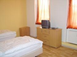 >Monteurzimmer Betten Langen