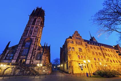 Unterkunft bei Duisburg Rathaus St Salvador Kirche