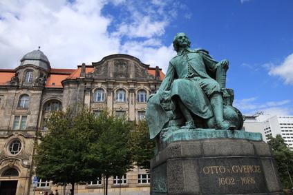Unterkunft bei Magdeburg Rathaus Nähe Otto von Guericke Denkmal